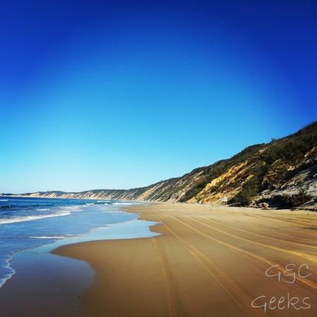 les dunes de sable sur la droite prennent milles couleurs à la tombée de la nuit ou au lever du jour ... c'est quand même sympa à voir en plein jour ^^