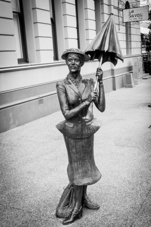 la statue de Mary Poppins dans les rues de Maryborough