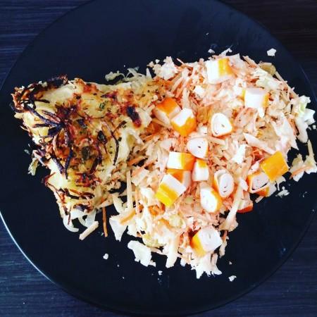 gateau de pommes de terre et coleslaw